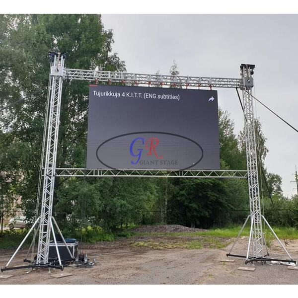 7m wide x 7m high Screen wall truss to Estonia